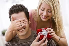 Что подарить мужчине: советы для женщин